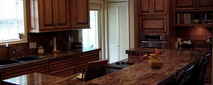 Elegant, traditional kitchen design with custom cabinets.